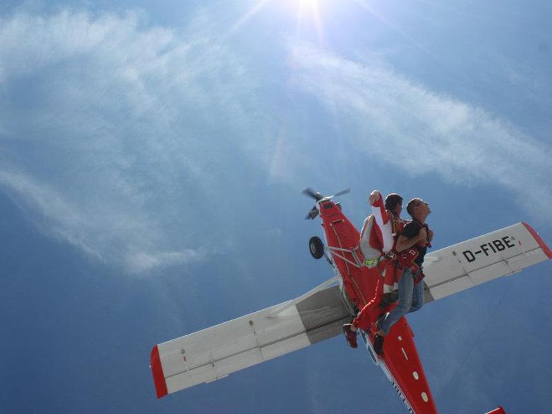 Saut en parachute tandem drop zone de nevers ni vre - Saut en parachute nevers ...