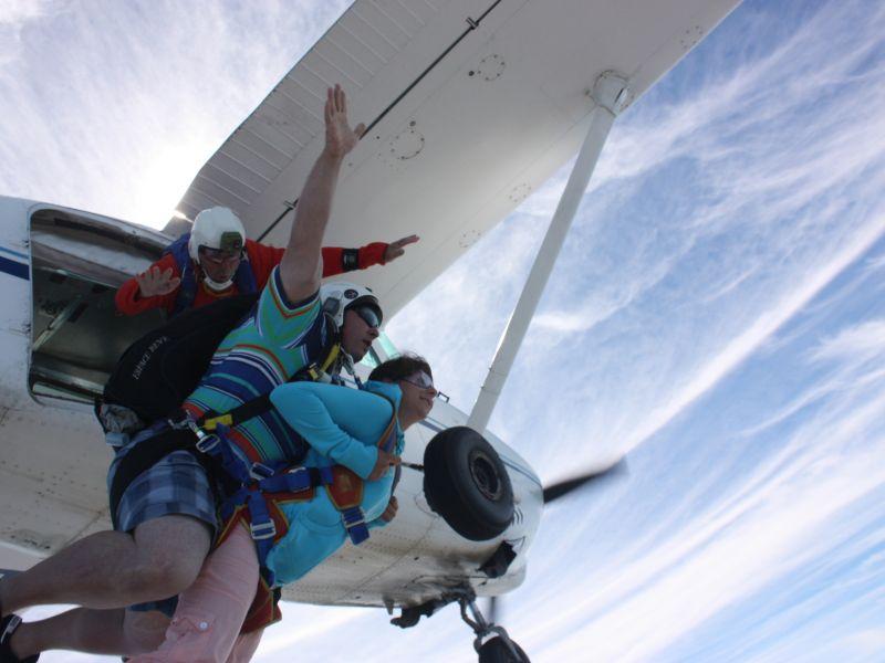 Saut parachute tandem drop zone de belle le en mer - Saut parachute vannes ...
