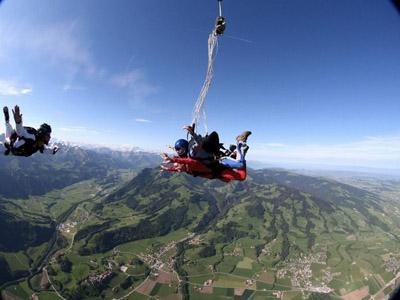 Saut parachute roanne bapt me parachutisme loire rhone for Saut en parachute salon de provence