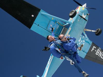 Saut parachute vesoul bapt me parachutisme franche comt 70 for Saut en parachute salon de provence