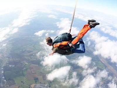 Saut parachute tandem drop zone de cosne sur loire 58 for Saut en parachute salon de provence
