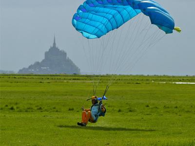 Saut parachute le havre bapteme parachute octeville for Saut en parachute salon de provence