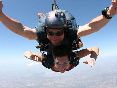 Saut parachute tandem depuis h licopt re castres for Saut en parachute salon de provence