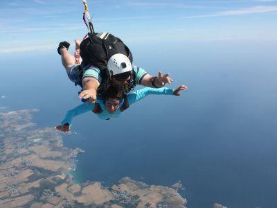 Saut parachute tandem drop zone de belle le en mer for Saut en parachute salon de provence
