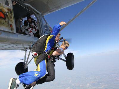 Saut en parachute p ronne bapt me parachutisme picardie for Saut en parachute salon de provence