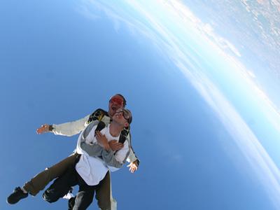 Saut parachute millau midi pyr n es aveyron 12 for Saut en parachute salon de provence