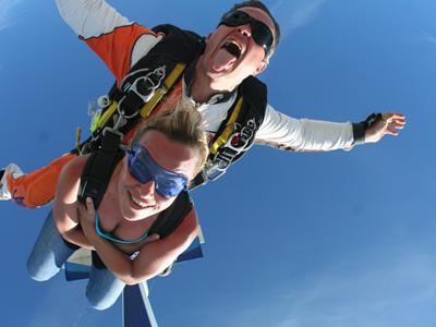 Saut en parachute pujaut bapt me parachutisme avignon gard 30 for Saut en parachute salon de provence