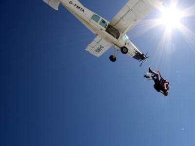 Saut parachute drop zone de metz bouzonville lorraine 57 for Saut en parachute salon de provence