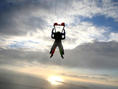 Saut parachute au dessus du mont saint michel normandie for Saut en parachute salon de provence