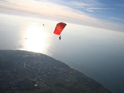 saut parachute au dessus du mont michel normandie