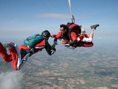 Saut parachute bordeaux bapt me parachutisme aquitaine for Saut en parachute salon de provence