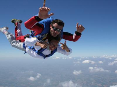 Saut en parachute la roche sur yon vend e 85 for Saut en parachute salon de provence