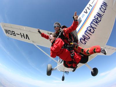 Saut parachute l zignan parachutisme languedoc roussillon 11 for Saut en parachute salon de provence